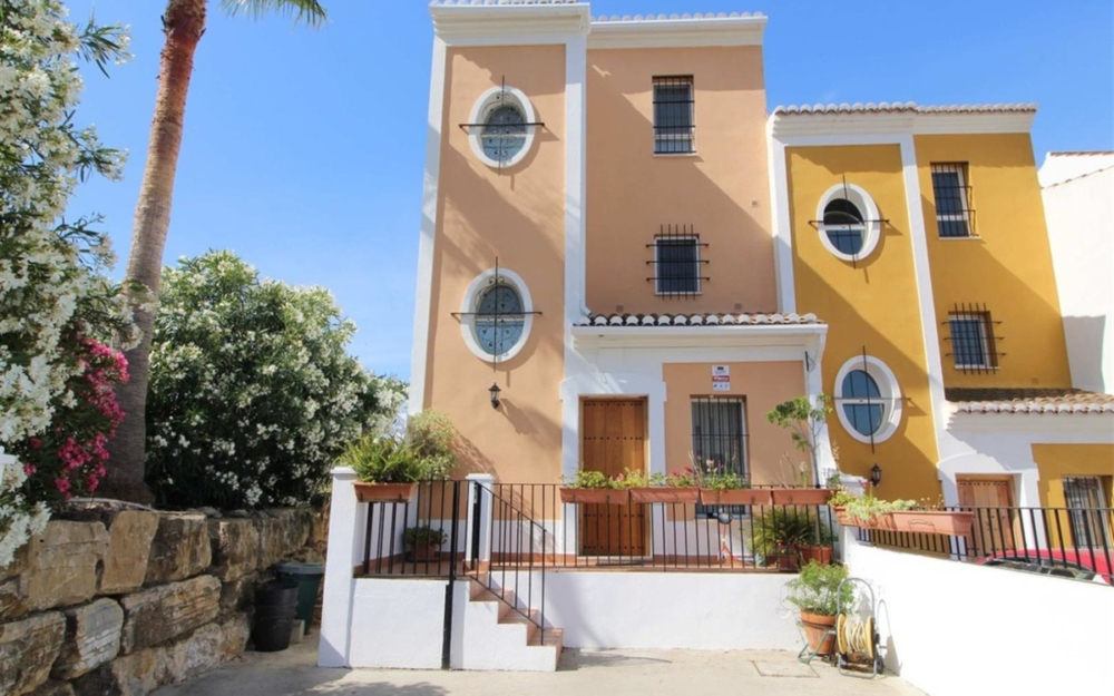 Fantastic townhouse close to the beach – R3505261