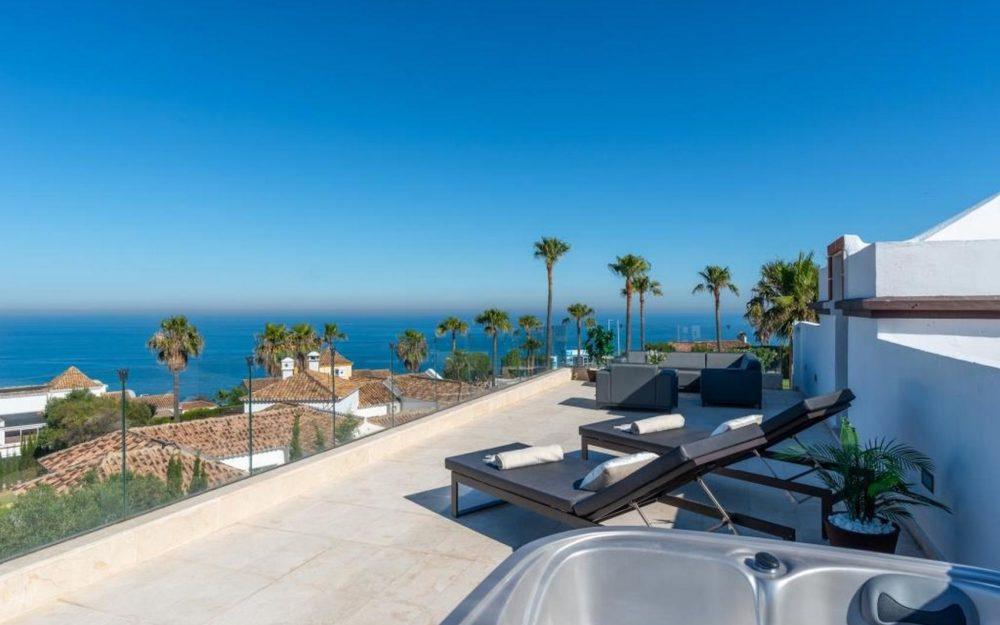 Preciosa villa moderna con vistas al mar – HRV2436