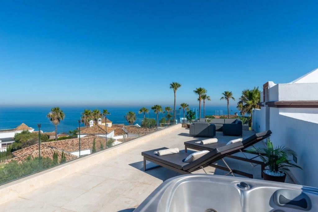 Fantastic modern villa with sea views – HRV2436