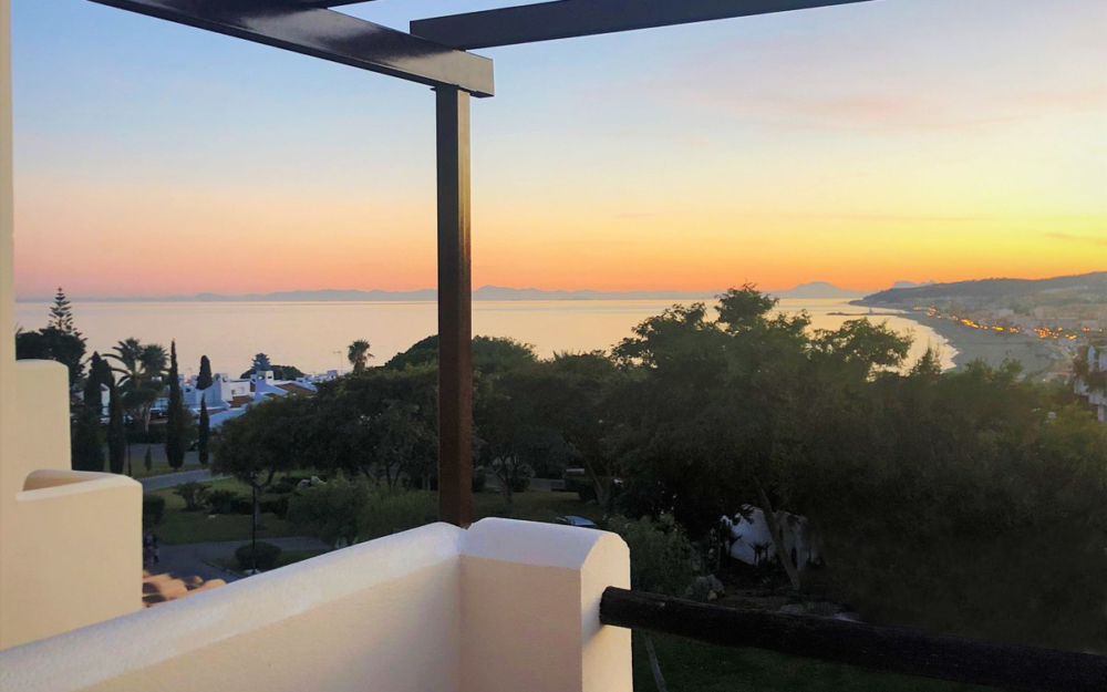 Beautiful penthouse with fantastic sea views – R3332266